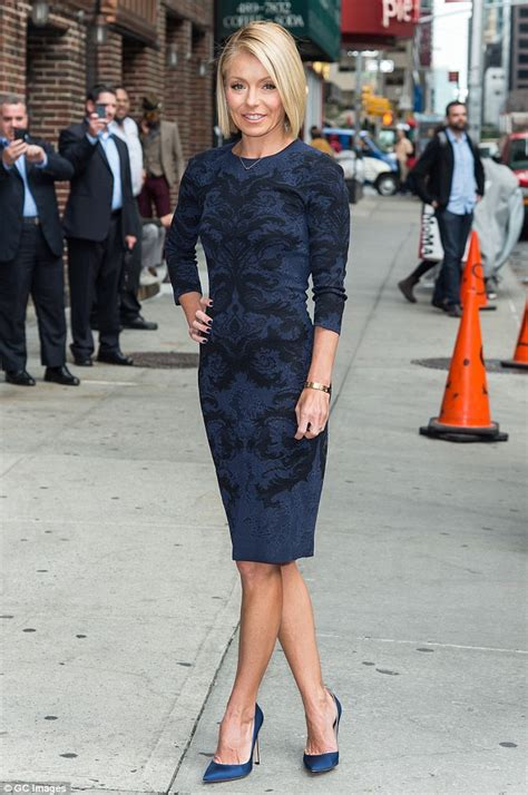 kelly repka hairstyle kelly ripa in navy dress to film late show with david