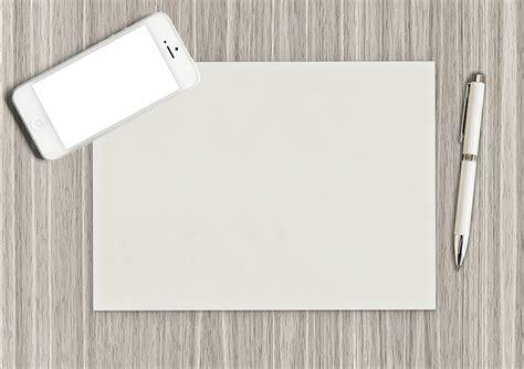 Pembolong Kertas Yang Besar Mencetak Gambar Besar Pada Kertas Yang Berukuran Kecil