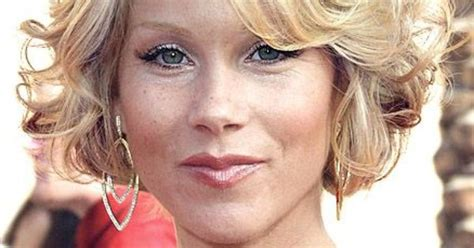ordinary very short hairdo christina applegate s short curly hairstyle