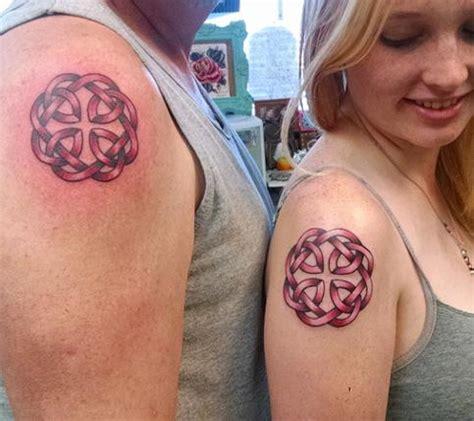 ces parents qui portent les m 234 mes tatouages que leurs enfants
