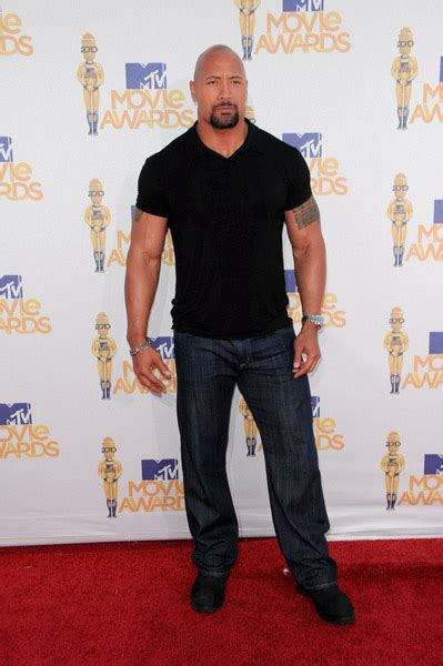 dwayne johnson the rock height the truth about dwayne johnson s real height