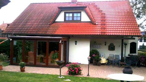 dach lebensdauer dachreinigung dachziegel reinigen beton pflaster