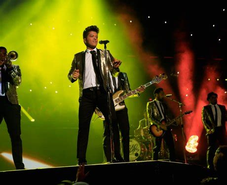 bruno mars superbowl performance mp3 download bruno signs off with an emotional rendition of just the