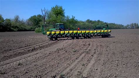 16 Row Planter by 4840 With 7200 Deere 16 Row Planter