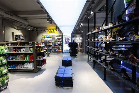 bever outdoor travel store by storeage rotterdam