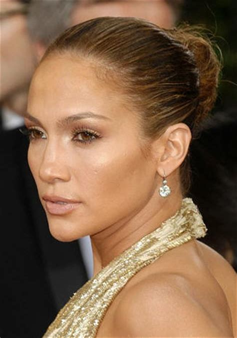 jennifer lopez what color lip gloss does she wear on nude lipstick and why i m not sure it actually exists