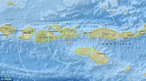 earthquake bali indonesia s tourist hotspot bali is hit by a massive 6 2