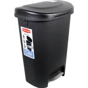 rubbermaid 13 gallon premium step on waste bin black