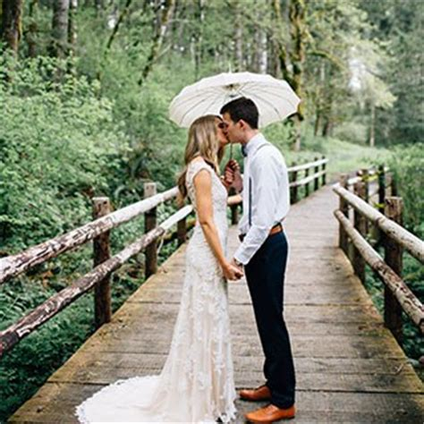 Your Wedding Photo by 26 Rainy Day Wedding Photos That Are Hopelessly
