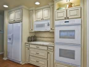 white kitchen cabinets white appliances antique white kitchen cabinets with white appliances