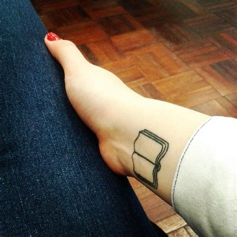 minimalist tattoo book de 60 b 228 sta tattoo ideas bilderna p 229 pinterest sm 229