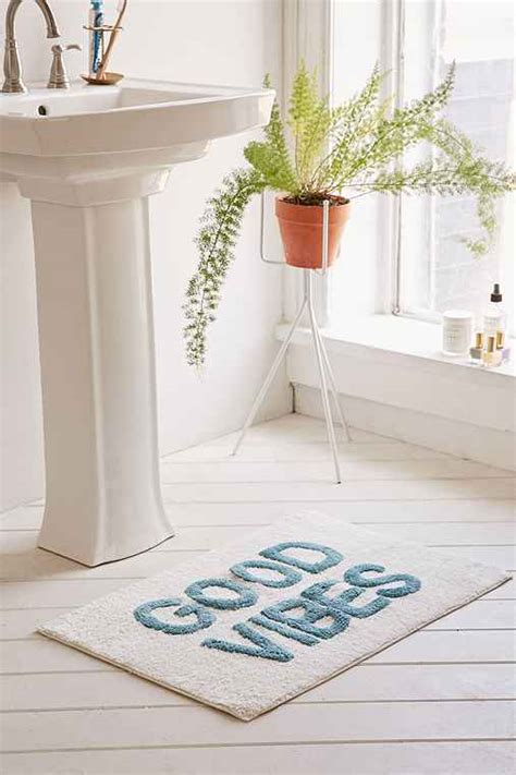 bathtub outfitters 12 bath mats from urban outfitters that will make you