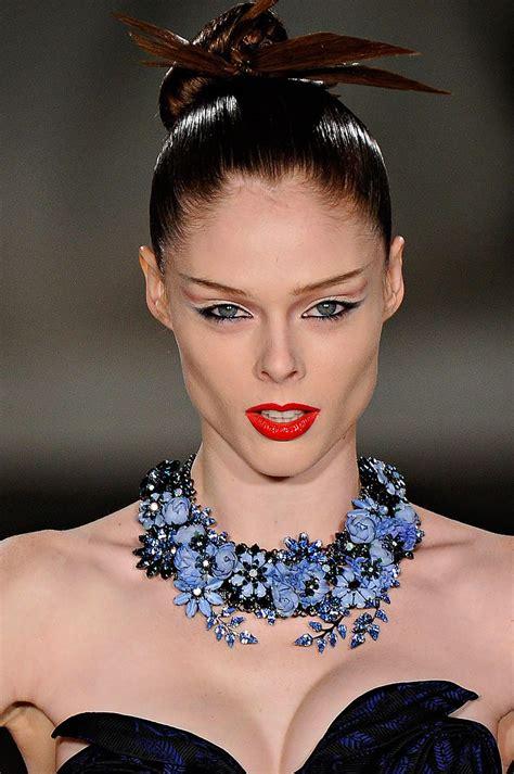 o que é opulencia est 225 na moda sofistica 231 227 o opul 234 ncia e maquiagem em