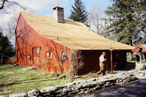 a modern new york salt box drawing on colonial and shaker types of roofs to consider when building your home ideas