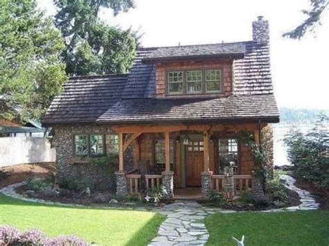 cute cottage homes cute little cottage on the lake dream home pinterest