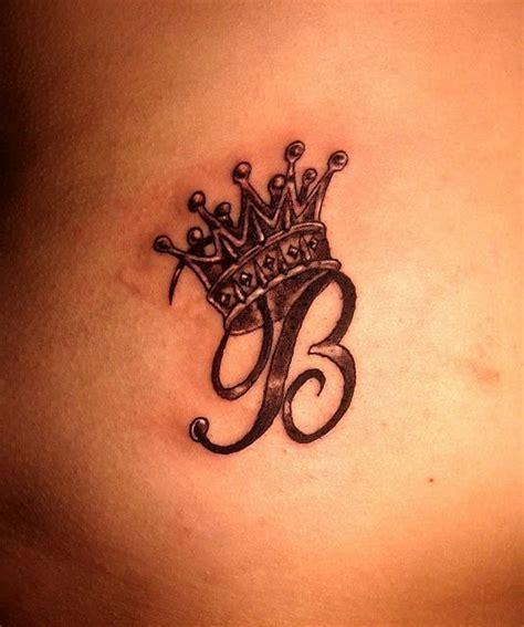 tatuaje cu initiale beauty revealed