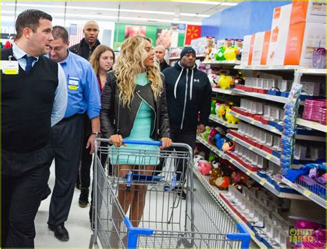 At Walmart by Molly Beyonce Goes Shopping In Walmart And Gives Out About 5 Mil Worth Of Gifts 171 Hautespott