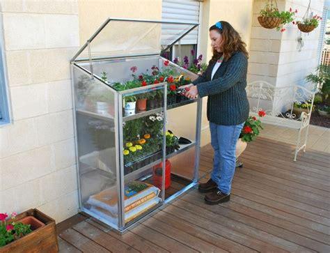 serre da terrazzo mini serre da balcone strutture giardino consigli per