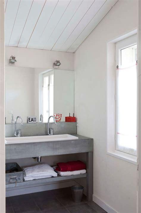 Supérieur Salle De Bain Epuree #6: Une-petite-salle-de-bains-ambiance-nature-avec-meuble-sous-vasque-en-beton_5647773.jpeg