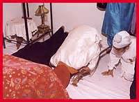 a bowing in respect to shri guru granth sahib sikhism religion of the sikh