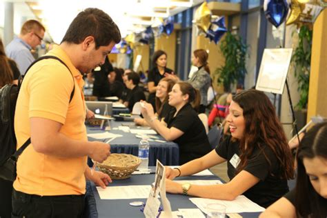 Mba Human Resources Fiu by Fiu Business Sets Record For Number Of Graduate Students