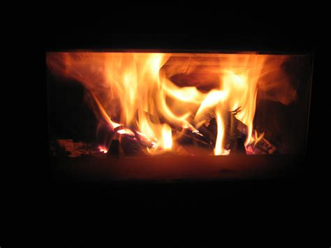 fuoco camino vantaggi con stufe e caminetti a legna con lunga autonomia