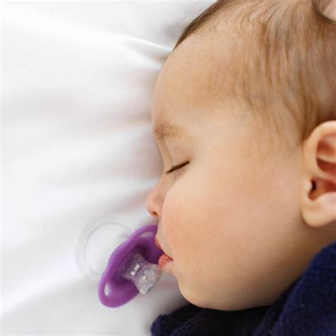 baby atmet schnell im schlaf wie bekommt baby zum schlafen gesunde ern 228 hrung