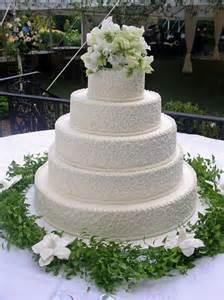 traditional wedding cakes dense scrolls decorate the sides of this traditional wedding cake www cakesbygraham more