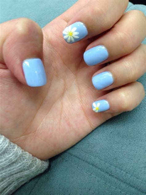 daisy pattern nails periwinkle gel nails with daisy design and yellow glitter