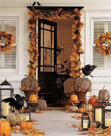 anyone can decorate the fall front porch