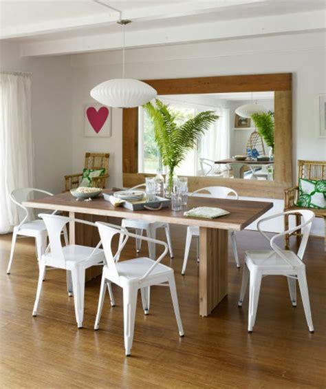 Coin repas cuisine grand et confortable d'inspiration nordique