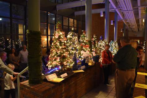 festivity trees trees light up at 2016 apopka festival of trees