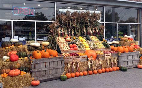 boost fall sales with pumpkin merchandising four seasons - Pumpkin Displays