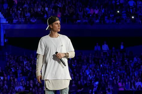 here s why justin bieber walked stage at his show in manchester eastern daily news