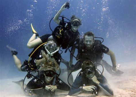 padi dive master padi divemaster at underwater vision in utila honduras