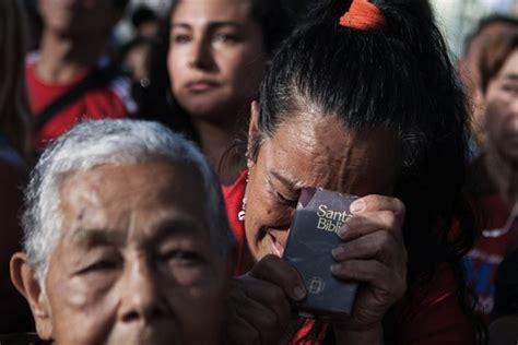 imagenes que lloran en ucrania venezolanos lloran en las calles por el retorno de ch 225 vez