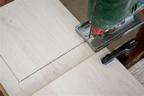 Cutting Laminate Countertop With Jigsaw by How To Install Laminate Flooring Howtospecialist How