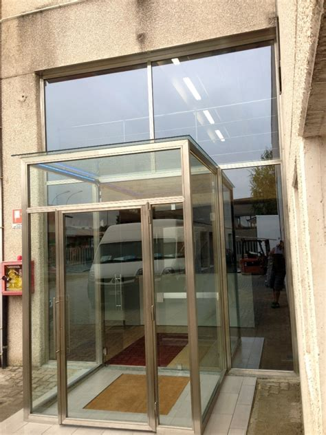 bussole ingresso foto bussola d ingresso con portale in acciaio di