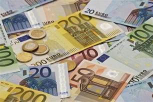 euro  dollar exchange   trip  france