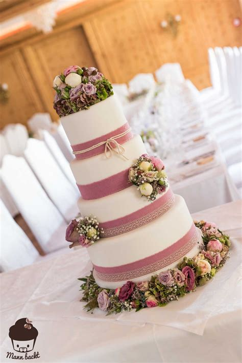 Hochzeitstorte Vintage Blumen vintage wedding cake im blumenmeer mann backt