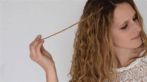 3 Factors Which Makes Your Curly Heads Bounce by 5 Ways To Make Your Wavy Hair Look Curlier
