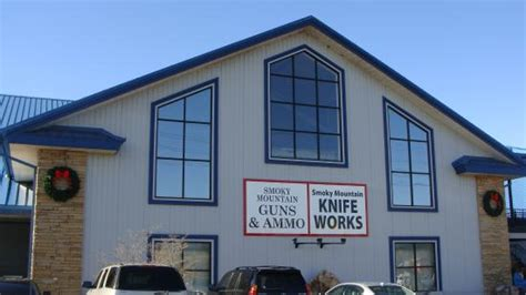 sevierville knife store outside of the smoky mountain knife shop picture of
