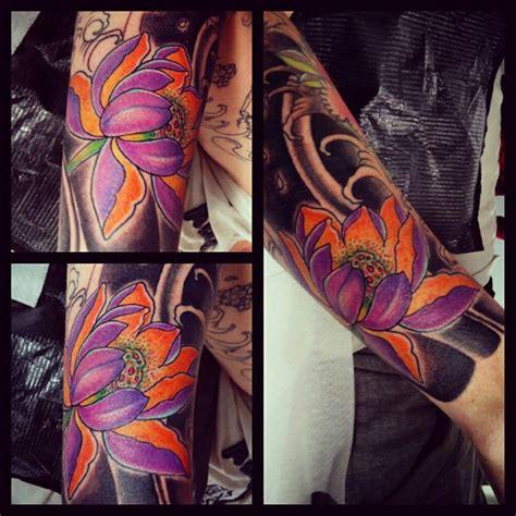 fiore di loto tatuaggio giapponese il fior di loto style
