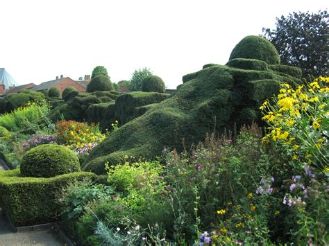 Great Gardens by File Great Garden New Place Stratford Upon Avon Jpg