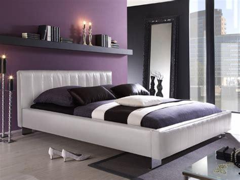 chambre blanc et violet et maintenant peinture de la chambre