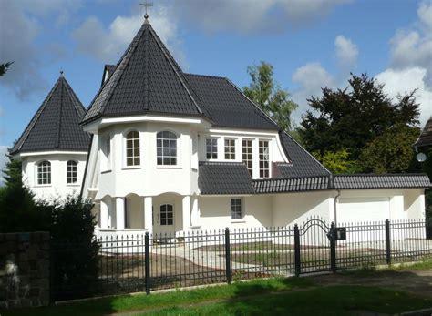 einfamilienwohnhaus mit keller und garage in berlin