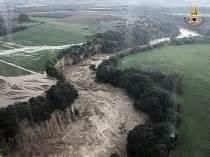 fiume fiora messa in sicurezza fiume fiora il muro della