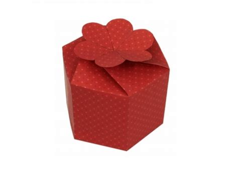 Escolha Um Papel De Presente Com A Esta Que Desejar E Recorte A Em | como fazer embalagem de presente para o dia dos namorados