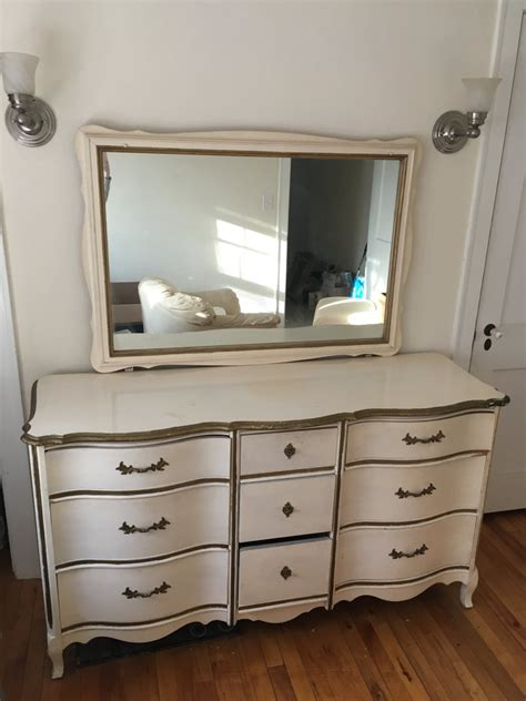 dixie dresser with mirror how much is it worth