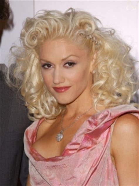 gwen stefani hairstyle medium blonde curly hairstyle with bangs pictures gwen stefani hairstyles gwen stefani updo